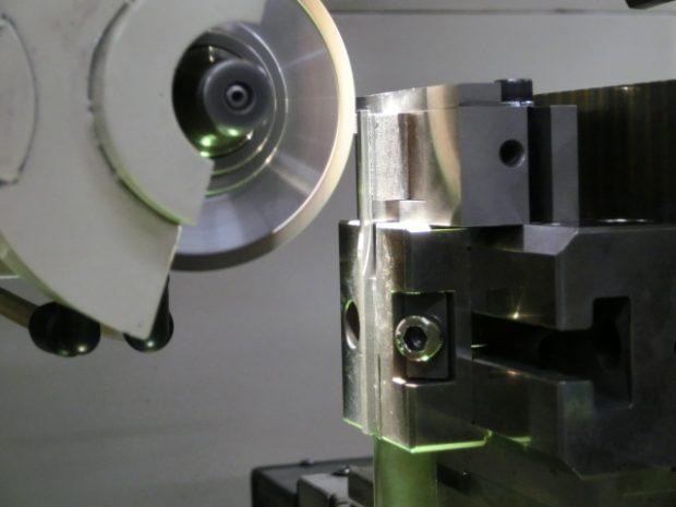 高精度研削加工設備1
